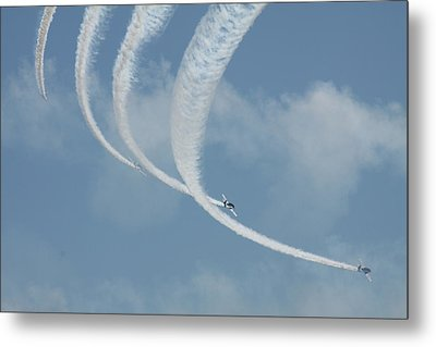 Vapor Trails In The Empty Air Metal Print by Mustafa Abdullah