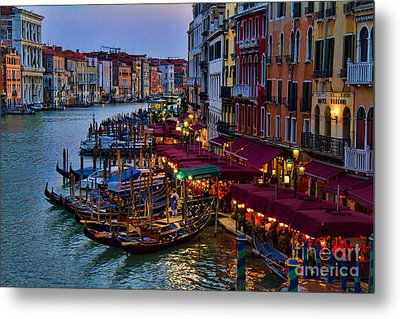 Venetian Grand Canal At Dusk Metal Print by David Smith