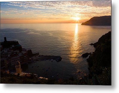 Metal Print featuring the photograph Vernazza Sunset - I by Carl Amoth
