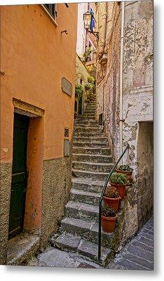 Vicolo Della Valle Riomaggiore Italy Dsc02537  Metal Print by Greg Kluempers