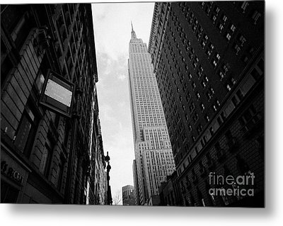 View Empire State Building From West 34th Street And Broadway Junction New York City Metal Print