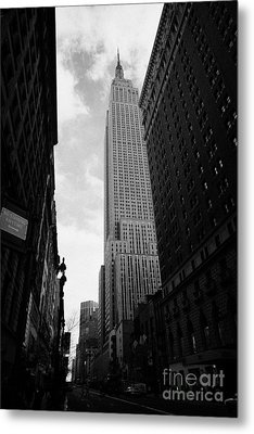 View Of The Empire State Building From West 34th Street And Broadway Junction New York City Metal Print by Joe Fox