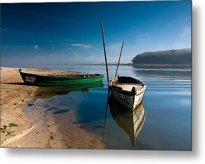 Metal Print featuring the photograph Waiting by Edgar Laureano