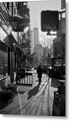 Walk Manhattan 1980s Metal Print by Gary Eason