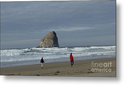 Metal Print featuring the photograph Walking On The Beach by Susan Garren