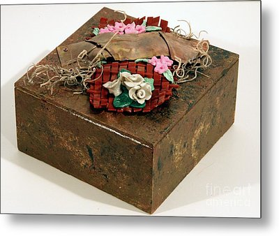 Wall And Table Garden Metal Print by P Russell