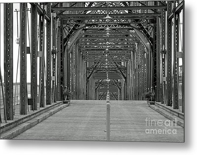 Metal Print featuring the photograph Walnut Street Bridge by Geraldine DeBoer