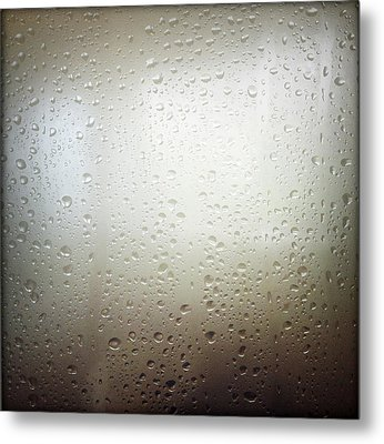Water Drops Metal Print by Les Cunliffe
