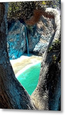 Water Fall Heart Metal Print