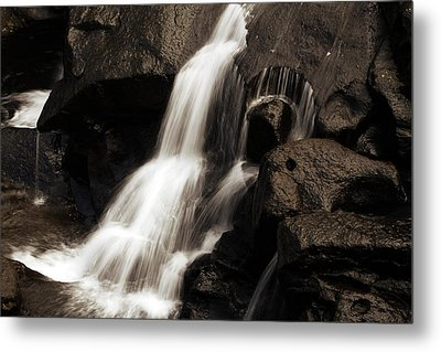 Water Flow Metal Print by Les Cunliffe