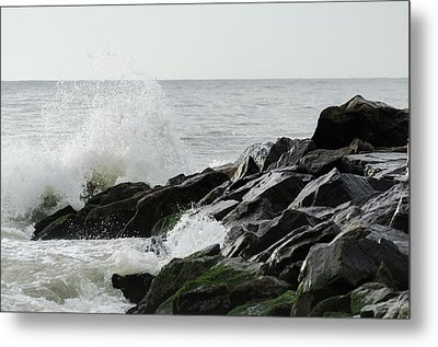 Wave On Rocks Metal Print by Maureen E Ritter
