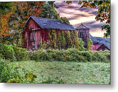 Weathered Connecticut Barn Metal Print