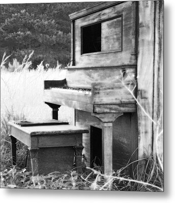 Weathered Piano Metal Print by Mike McGlothlen