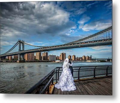 Wedding Photos At The Manhattan Bridge Metal Print by Linda Karlin