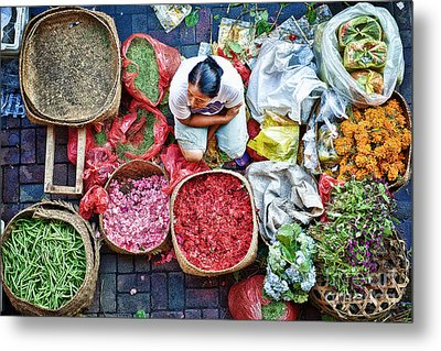 Wet Market In Ubud Metal Print by Yew Kwang