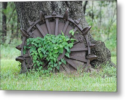 Wheel Of Steel Metal Print by GD Rankin