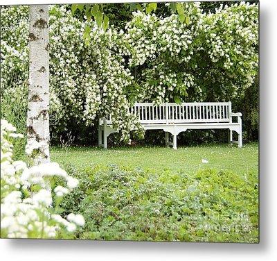 White Garden Iv Metal Print
