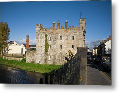 Whites Castle,bridge Over The River Metal Print by Panoramic Images