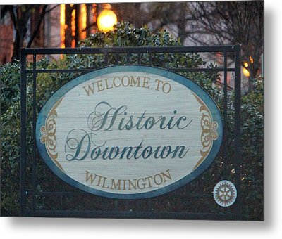 Wilmington Sign Metal Print by Cynthia Guinn