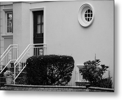 Windows In The Round In Black And White Metal Print by Rob Hans