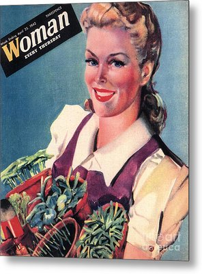 Woman 1942 1940s Uk Land Girls Dig Metal Print by The Advertising Archives