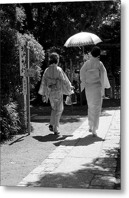 Women In Kimono Metal Print by Larry Knipfing