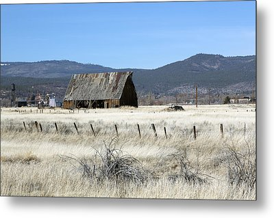 Wooden Barn Near Susanville Metal Print