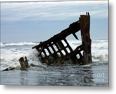 Metal Print featuring the photograph Wreck Of The Peter Iredale by Chalet Roome-Rigdon
