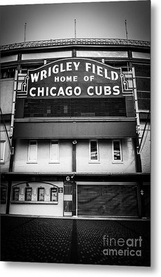 Wrigley Field Chicago Cubs Sign In Black And White Metal Print by Paul Velgos