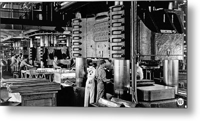 Wwii Aircraft Factory Metal Print by Underwood Archives