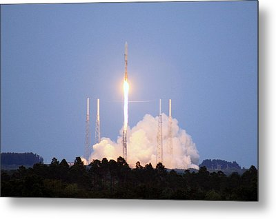X-37b Orbital Test Vehicle Lifts Off Metal Print by Science Source