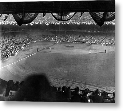 Yankees Defeat Giants Metal Print by Underwood Archives