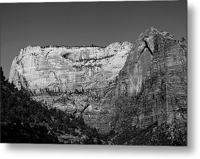 Zion Cliff And Arch B W Metal Print