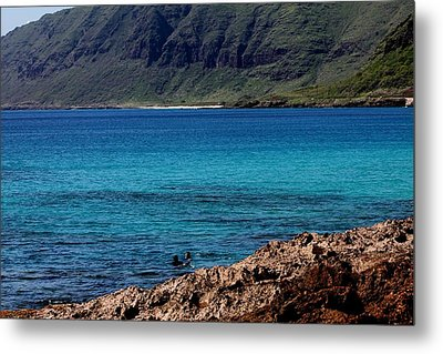 Relaxing On Oahu Metal Print by Elizabeth  Doran