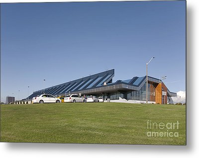 Cars Lining Up For Pickup At The Airport Metal Print by Jaak Nilson