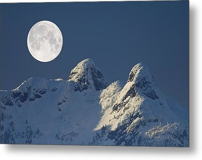 Full Moon Over The Lions, Canada Metal Print by David Nunuk