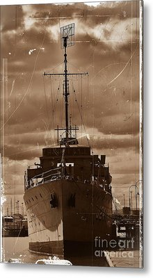 Metal Print featuring the photograph Hmas Castlemaine by Blair Stuart