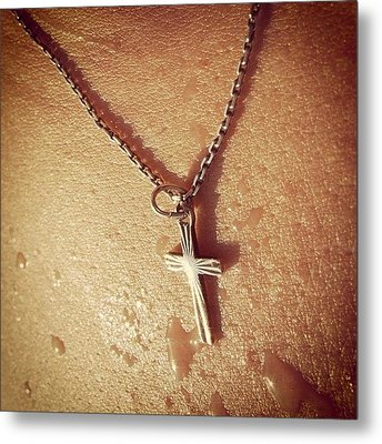Necklace With Cross - Skin With Waterdrops Metal Print