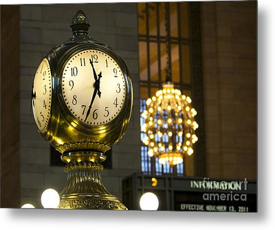 Metal Print featuring the photograph New York Minute by Leslie Leda