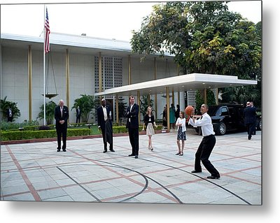 President Barack Obama Shoots Hoops Metal Print by Everett