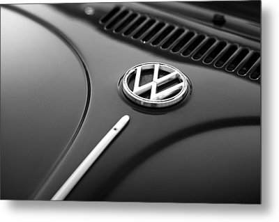 Metal Print featuring the photograph 1973 Volkswagen Beetle by Gordon Dean II