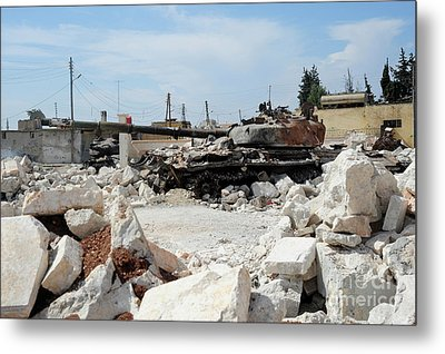 A Russian T-72 Main Battle Tank Metal Print by Andrew Chittock