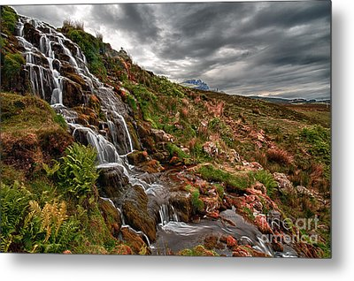 Brides Veil Waterfall Metal Print by Fiona Messenger