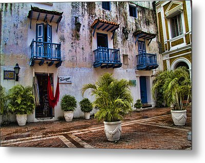 Colonial Buildings In Old Cartagena Colombia Metal Print by David Smith