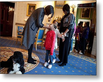 First Lady Michelle Obama Greets Metal Print by Everett