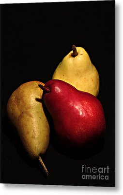 3 Of A Pear Metal Print by David Taylor