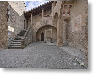 Palazzo Comunale Metal Print by Rob Tilley