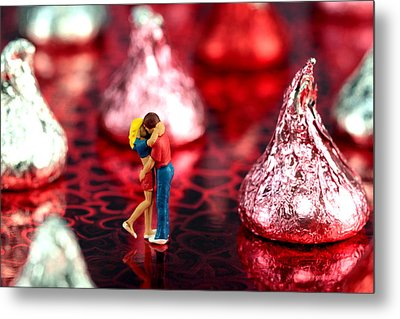 The Lovers In Valentine's Day Metal Print by Paul Ge