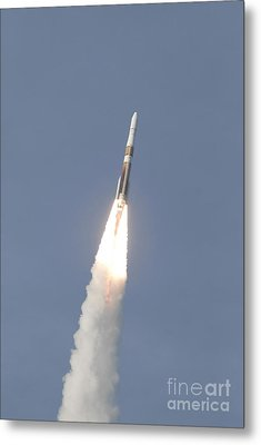 A Delta Iv Rocket Roars Into The Sky Metal Print by Stocktrek Images