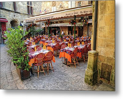 A Restaurant In Sarlat France Metal Print by Dave Mills